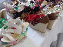 Da reportagem - Sapatos são vendidos a R$ 15