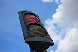 Motorista é assaltada em semáforo na avenida Costa e Silva