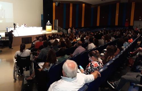 ACidade ON - Araraquara - Senador Roberto Requião (MDB) fala para os presentes