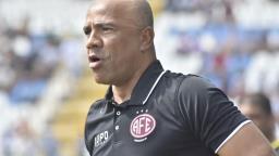 Sérgio Soares deixa comando técnico da Ferroviária