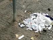 Material hospitalar é jogado em calçada da Vl. Itapura