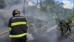 Veículo pega fogo no bairro Estância Suíça em Serra Negra