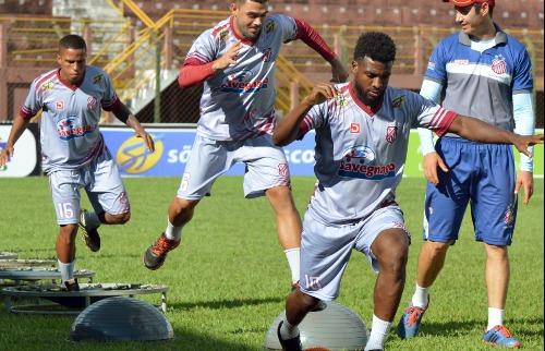 Luciano André / divulgação Sertãozinho FC - Sertãozinho briga pela liderança (foto:  Luciano André / divulgação Sertãozinho FC)