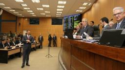 Sessão terá homenagens, discussão de moção e votação de PL