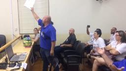 Em sessão tumultuada, discussão do PCCV é adiada na Câmara