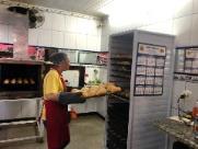 Há dez anos sirene de mercado anuncia que tem pão fresquinho
