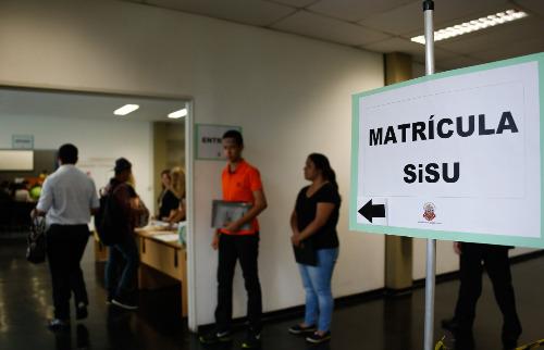 Estudantes, que ingressaram na USP via Sisu, fazem matrícula - Foto: Cecília Bastos/USP Imagens