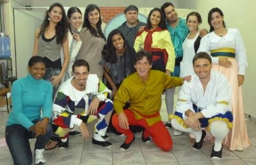 No curso, os alunos irão aprender técnicas de interpretação teatral, expressão vocal, corporal e história do teatro - Foto: Divulgação