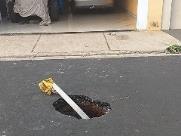 Moradora reclama de vazamento em rua e falta d