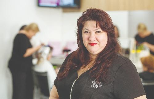 Stella Mossim ,49 anos, esteticista, maquiadora e coach da Jacques Janine (foto: Weber Sian / A Cidade) - Foto: Weber Sian / A Cidade