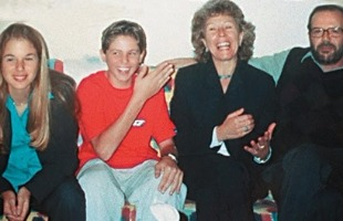 Reprodução - A família Richthofen: Suzane (à esq.) foi condenada a 39 anos de prisão pela morte dos pais