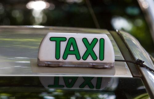 Taxista teve o carro roubado ao esperar cliente - Foto: Weber Sian / A Cidade