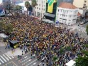 Telão da Copa atrai multidão ao Centro de Campinas