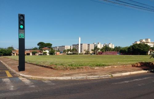 Da reportagem - Terreno onde será construída obra fica na Rua Maurício Galli (Tom Oliveira/ACidadeON)