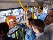 Transerp faz teste em equipamento de recarga dentro do ônibus