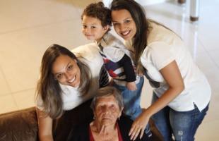 F.L.Piton / A Cidade - Therezinha de Jesus Olivo, 87 anos, tem 14 netos, 12 bisnetos e um tataraneto (foto: F.L.Piton / A Cidade)