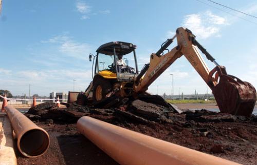 Mateus Ferreira / PMRP - Novo encanamento está sendo implantado na Thomas Alberto Whately (Foto: Mateus Ferreira / PMRP)