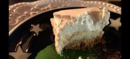 Torta de limão com cobertura de suspiro pra comer rezando