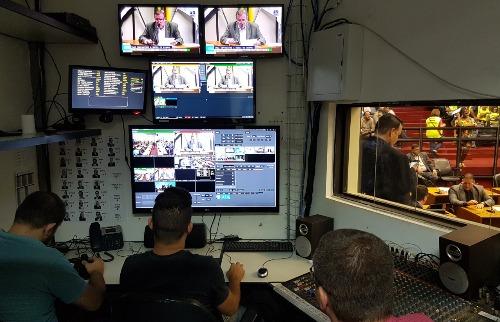 Cristiano Pavini - Simultânea: TV Câmara transmite ao vivo para televisão (sinal aberto e fechado), Facebook e YouTube (foto: Cristiano Pavini / A Cidade)