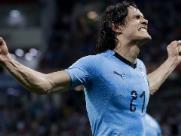 Cavani marca duas vezes, Uruguai vence e vai às quartas