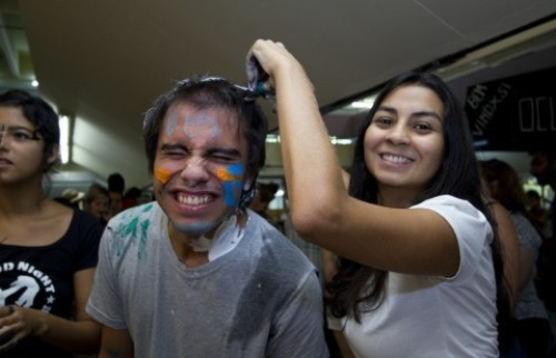 Calouro durante recepção na USP em 2014 - Foto: Marcos Santos/USP Imagens
