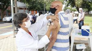 Araraquara retoma vacinação contra a covid-19 nesta segunda