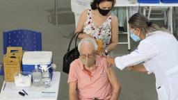 Começa em Araraquara a vacinação de idosos com mais de 90 anos