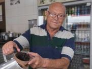 Validio José dos Santos, o Peninha, trabalha no Centro desde 1989