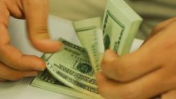 Dólar encosta em R$ 4,22 e fecha no maior valor da história