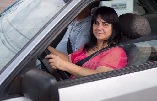 Mastrangelo Reino / A Cidade - Vanda Clemente sempre para o carro antes de atender o celular