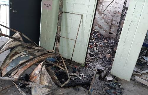 Vândalos colocaram fogo em escola de Vinhedo (Foto: Daniel Mafra/EPTV) - Foto: (Foto: Daniel Mafra/EPTV)