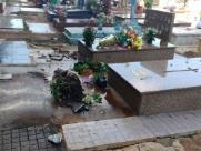 Vândalos invadem cemitério São Bento e destroem túmulos