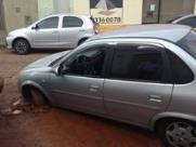 Direto do Zap: Carro cai em buraco do Daae no Centro de Araraquara