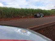 Homem perde o controle da direção em curva e capota carro em Vicinal