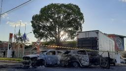 Rodovia SP-255 é bloqueada após atentados próximo ao pedágio
