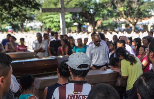 Da reportagem - Velório e sepultamento foi no cemitério das Cruzes, em Araraquara (Foto: Amanda Rocha)