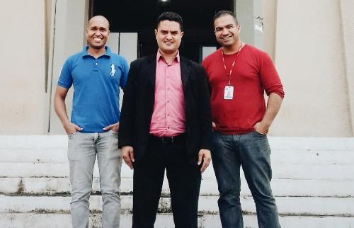 ACidade ON - São Carlos - Vereador Moisés Lazarine (centro) e sua atual equipe de assessores: Tiago Rodrigues (à esquerda) e Giuliano Ferreira (à direita) (foto: assessoria do vereador)