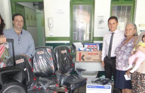 ACidade ON - São Carlos - Vereador Paraná Filho e secretário de Saúde entregam equipamentos na USF do Presidente Collor