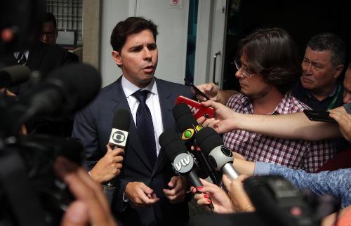 Vereadores Marcelo Silva (PSD) e Pedro Tourinho (PT) dão entrevista em frente ao MPE (Foto: Denny Cesare/Código19) - Foto: (Foto: Denny Cesare/Código19)