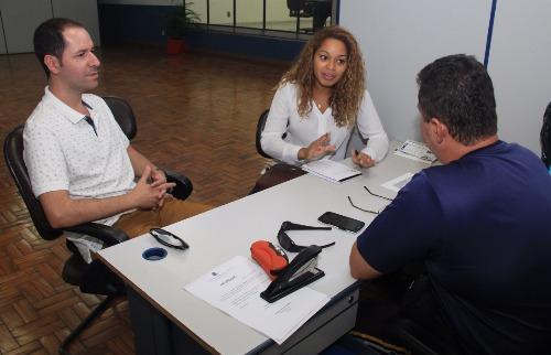 ACidade ON - Araraquara - Vereadores Roger e Thainara fizeram pedido para praça do Faveral (Câmara Municipal/Divulgação)