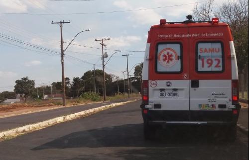 ACidade ON - Araraquara - Viatura do Samu socorreu e parou na rua para tentar salvar a vítima do esfaqueamento