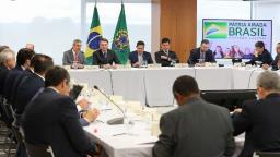 Bolsonaro cita detenção em praça durante reunião com ministros