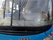 Ônibus coletivos são novamente alvos de ataque de vândalos