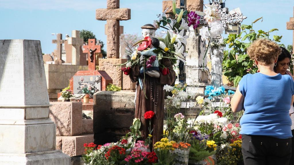 Visitas são proibidas nos cemitérios municipais. (Foto: Código 19/Arquivo) - Foto: Código 19/Arquivo
