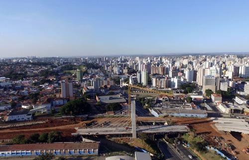 Vista aérea de Campinas e da construção do viaduto estaiado, na região do Terminal Rodoviário (Foto:  Denny Cesare/Codigo19) - Foto: Denny Cesare/Codigo19