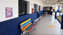 Professores em greve recebem salários com desconto em Araraquara