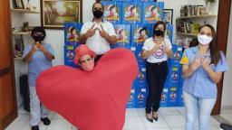 Empregados da VW fazem doação de cestas natalinas para pacientes oncológicos